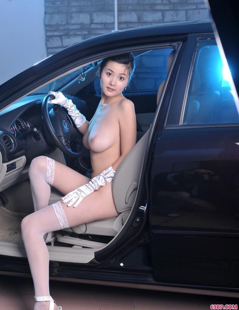 汽车美模丫头爆乳人体