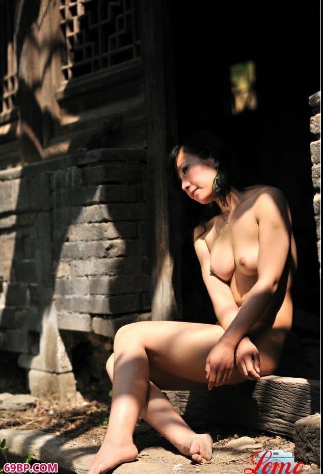 老宅魅影_西西人体旧版高清中国老玩童