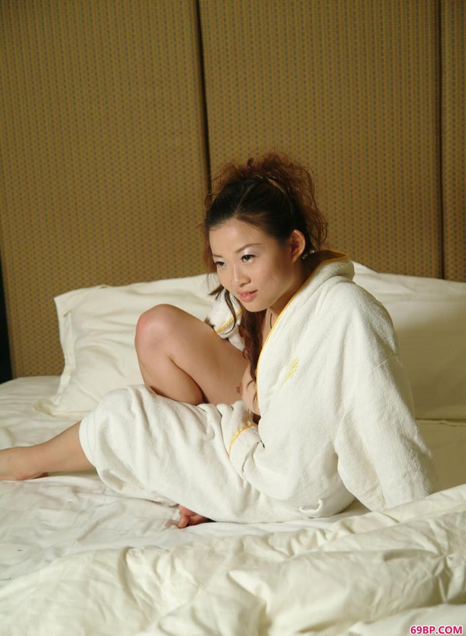 靓妹颖星宾馆床上的美艳美体_西西人体大胆专业gogo
