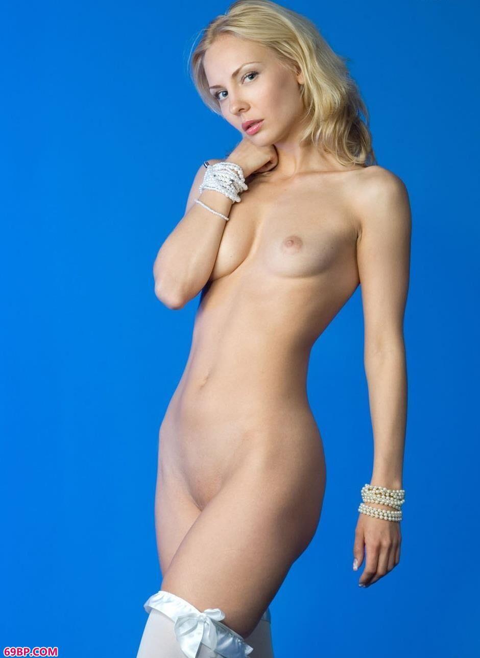 不戴乳罩露全乳的熟妇_嫩模JANE室拍人体