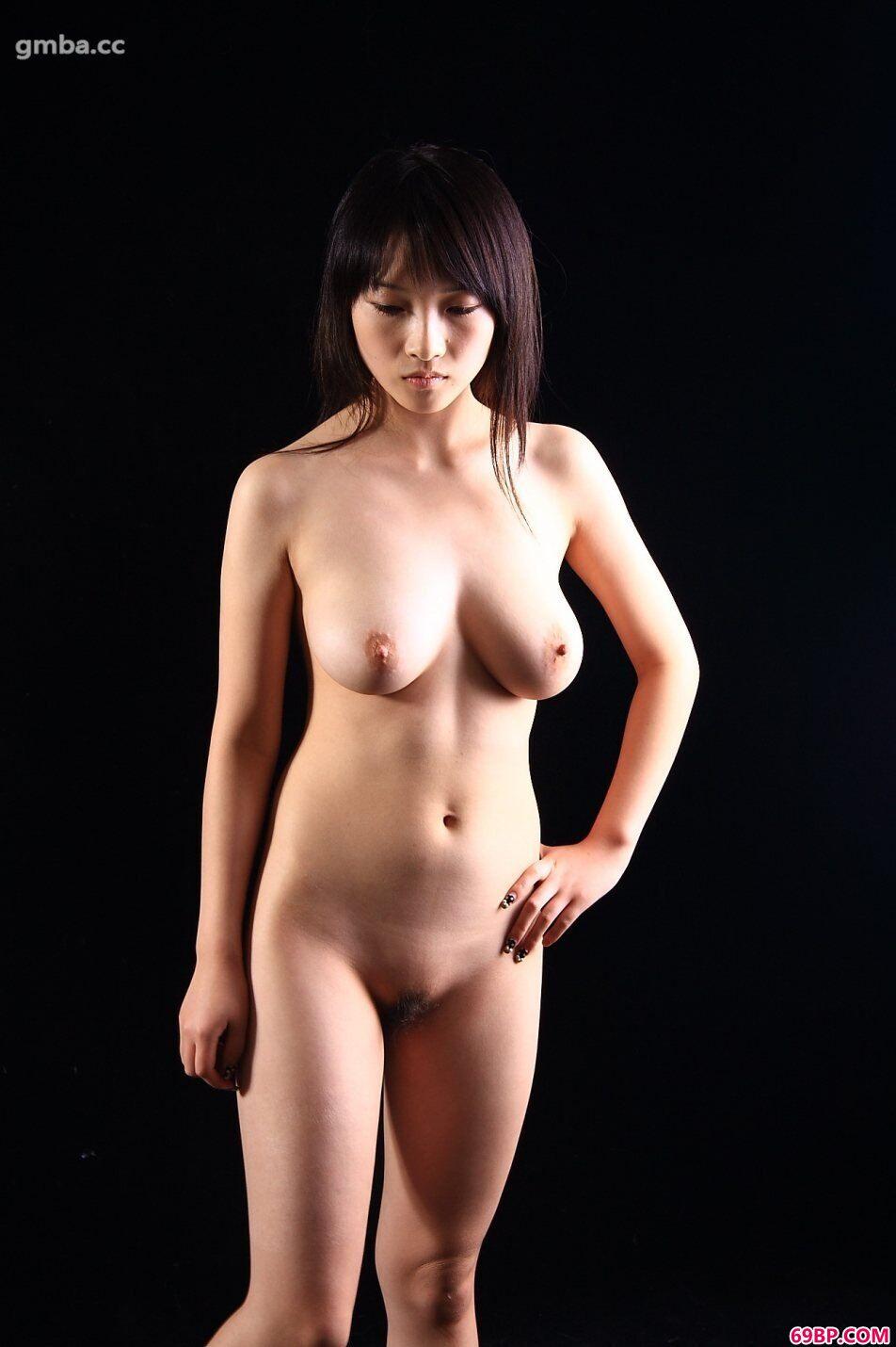 西西日本顶级大胆艺木写真_超模心心室拍丰润美体