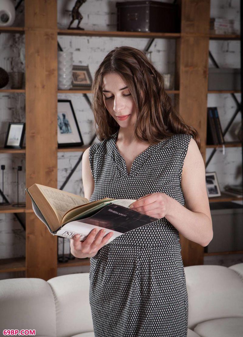 俄罗斯国模150P下一篇_读书时间妹子Clary