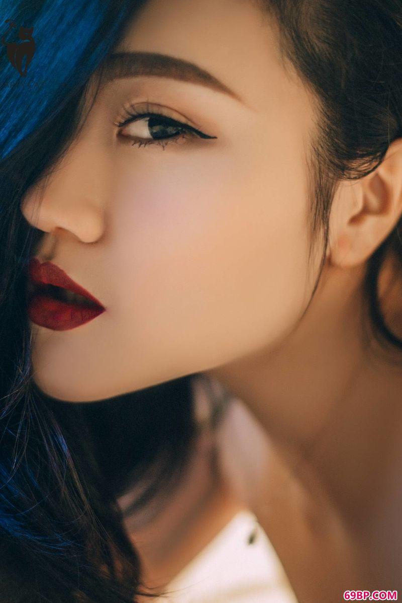 狂野的刺青女人纯美图片